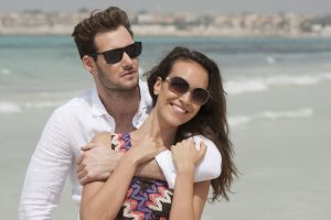 защищайте глаза солнцезащитными очками